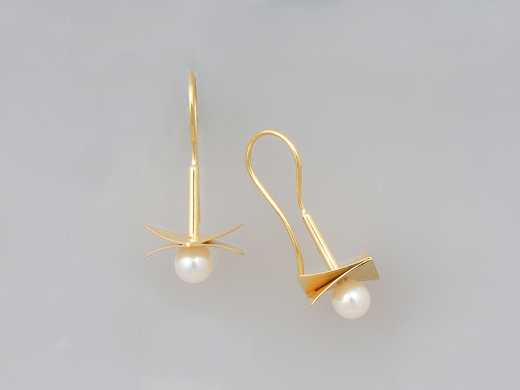 Earrings 18kt yellow gold, pearl