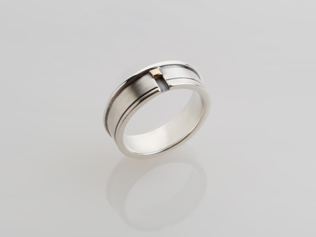 Ring sterling silver, oxidized sterling silver, 18kt yellow gold