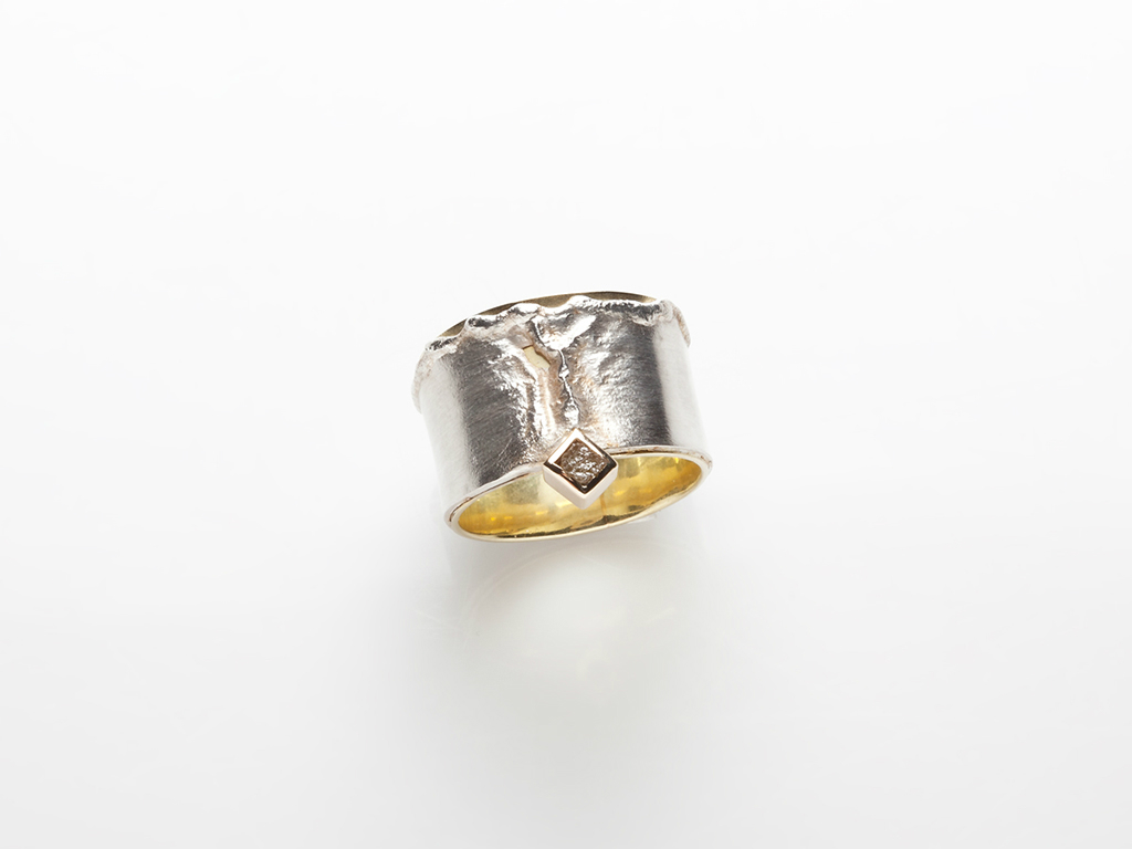 Ring 18kt yellow gold, sterling silver, industrial diamond