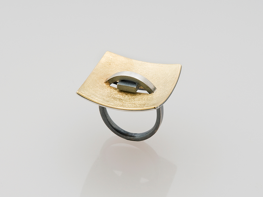 Ring oxidized sterling silver, 18kt yellow gold